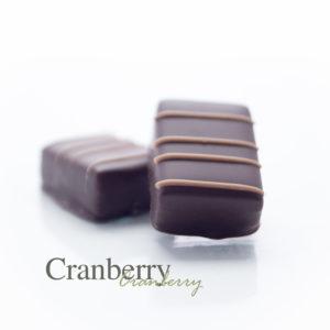 Een fris zure cranberry ganache gemaakt met balsamico azijn.